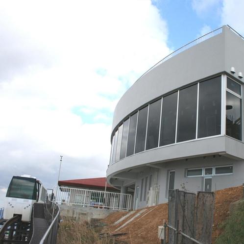 【周辺】皿倉山ケーブルカー/ふもとの駅と山頂の展望台を楽々移動♪(駅には無料駐車場あり)