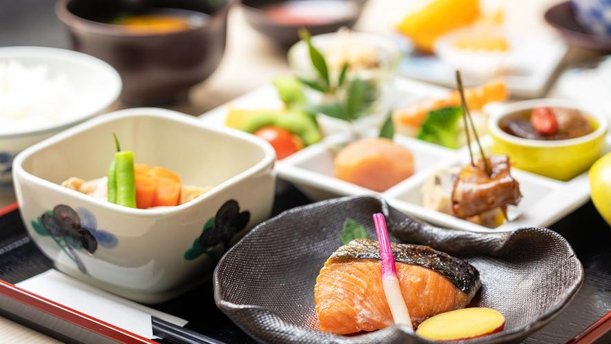 【和朝食】近郊の漁場より仕入れた新鮮な魚