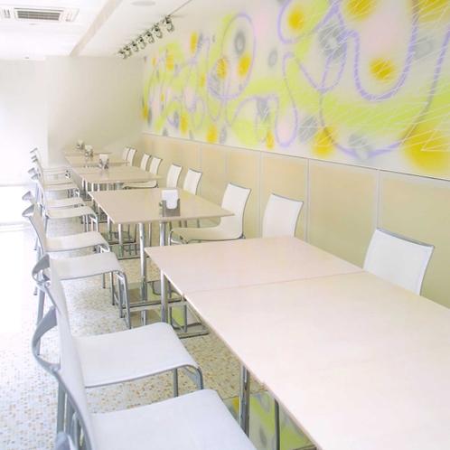 【ダイニングカフェチグサ】スタイリッシュな空間でお食事をお楽しみ下さい。