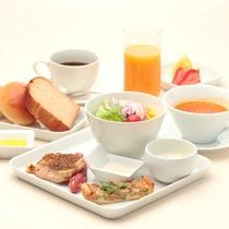 【洋朝食一例】キッシュやハーブソーセージなど自慢の朝食をお召し上がり下さい。