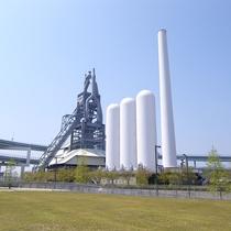 【周辺】明治34年に操業を始めた近代製鉄発祥の地、八幡製鐵所の東田第一高炉跡。