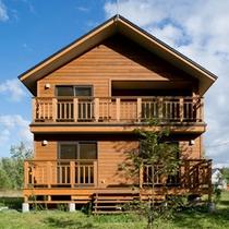 **【コテージAtsuma(スタンダード3ベッド)】窓からは羊蹄山の景色を楽しむことができます。