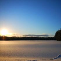 【周辺】雪原が広がる真狩村。