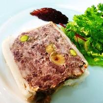 **【お食事一例(Restraunt-Bistro)】エゾシカ肉のテリーヌ