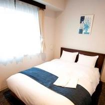 セミダブルルーム (シングル13平米、ベッド幅120㎝)