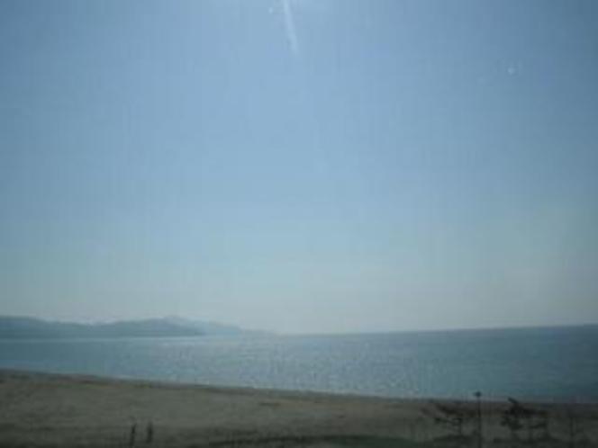 浜詰の青い海