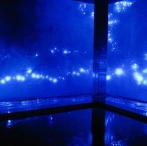 ■天然温泉 夜はライトアップでうっとり♪