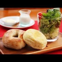 朝食_パンは那須で有名なクローチェのパンを使用!