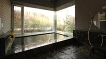 貸切温泉 冬_1組ごと時間制の貸切風呂です!長く湯に浸かって貰う為、少しぬるめの温度にしてあります。