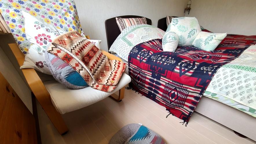 洋室アメニティ_レストクッションやマタニティの方も安心の空き枕など快適に過ごしいただけるグッズをご用