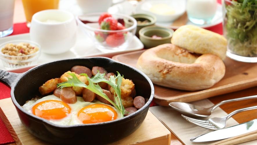 朝食_こだわりの目玉焼きは黄身がトロトロでかなり濃厚です!