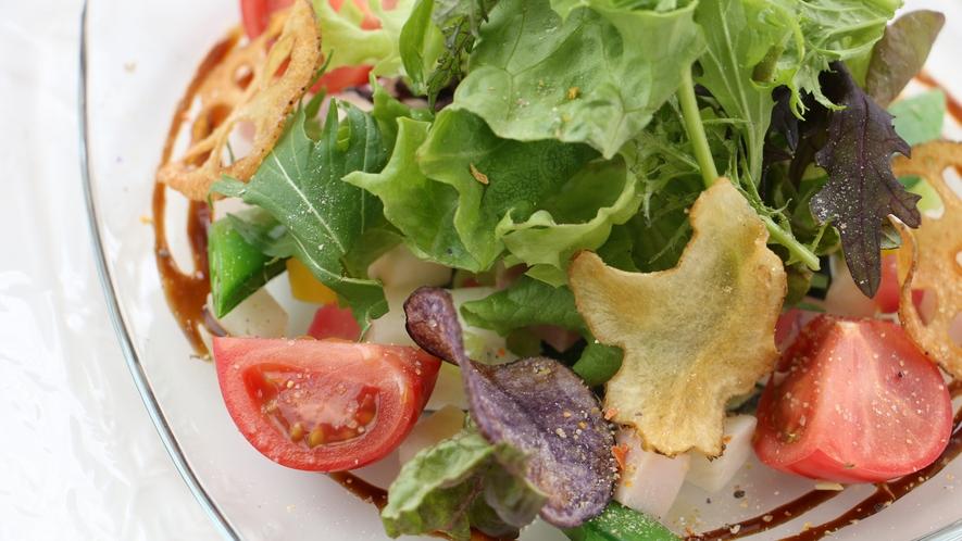 夕食_切り方、調理方にも工夫があるユーカリサラダ!野菜の旨みが引き出されてます!