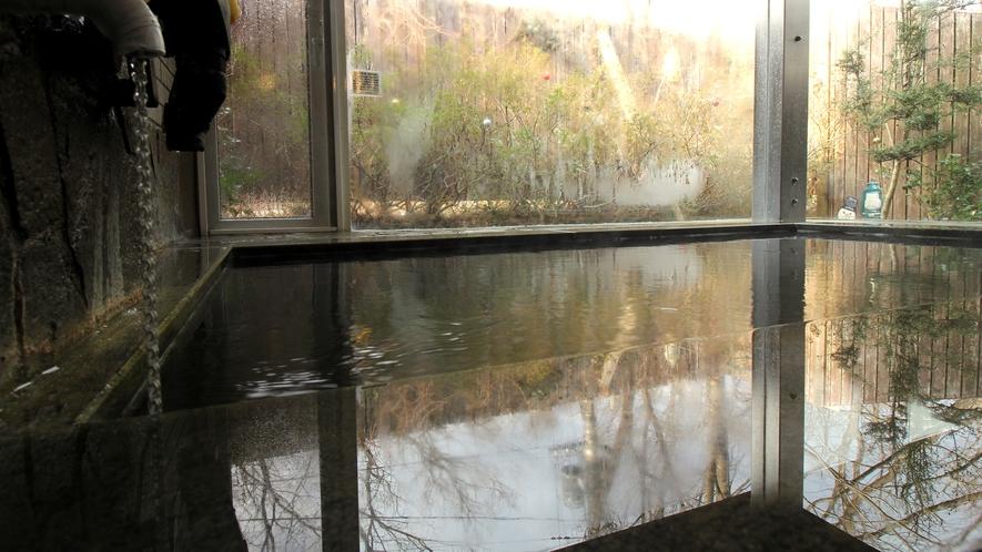 貸切風呂 冬_那須七湯の1つ、高雄温泉に属する天然温泉。美容にも最適です♪