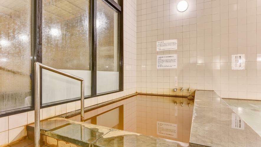 *【大浴場】益田の奥座敷として古くから愛されている多田温泉は、鉄イオンを含む療養泉でございます。