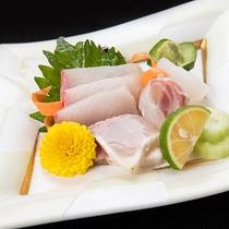 *【夕食一例】日本海で獲れた新鮮な海の幸を使ったお造りをご賞味ください!