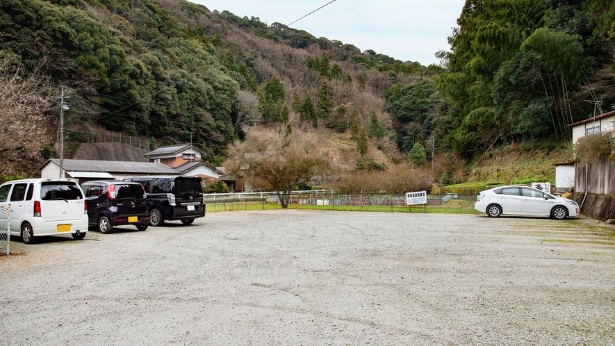 *【駐車場】予約不要(無料)で20台まで駐車できます。