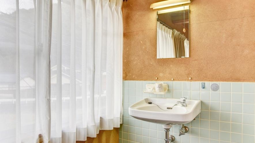 *【おまかせ和室】昔ながらの味わいがある洗面所です。