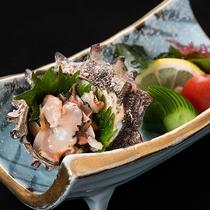*【夕食一例】日本海で獲れた新鮮なサザエのお造りです!