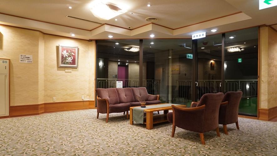 【館内】各フロアごとに休憩スペースがございます。