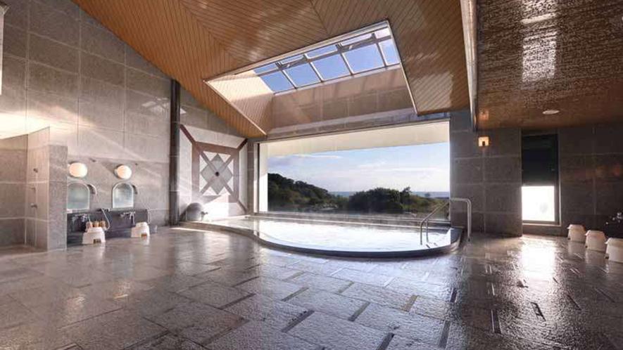 【大浴場】窓からの景色は絶景!オーシャンビューをお楽しみください♪