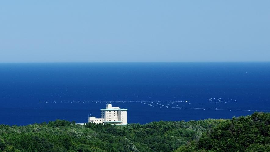 磯はなび 富山湾を背景に撮影
