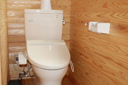 ログハウス内トイレ