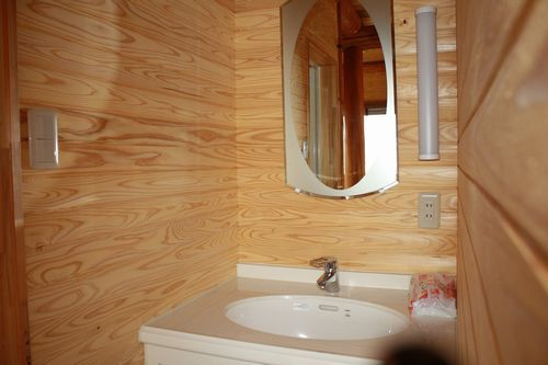 ログハウス内洗面所