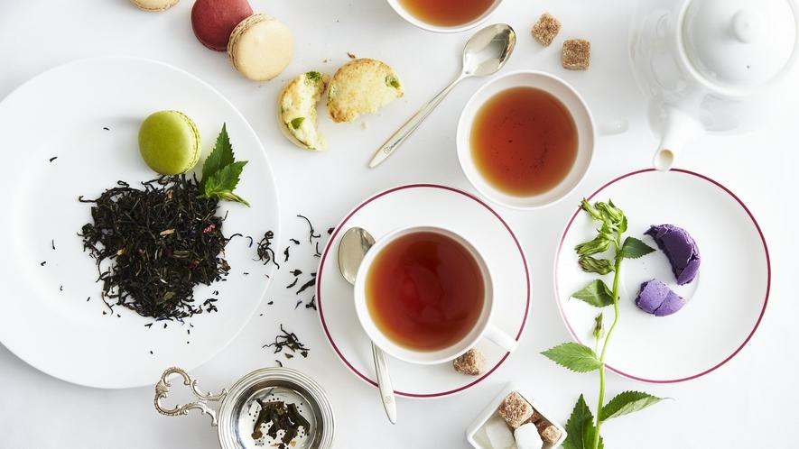 オリジナルティー「ネリネ」の、香り高い茶葉と深い味わいの紅茶で極上のティータイムをお過ごしください。