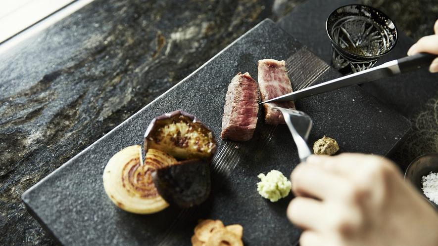 鉄板焼レストラン「和城」料理例 希少なプレミアムビーフと厳選された食材に舌鼓を。