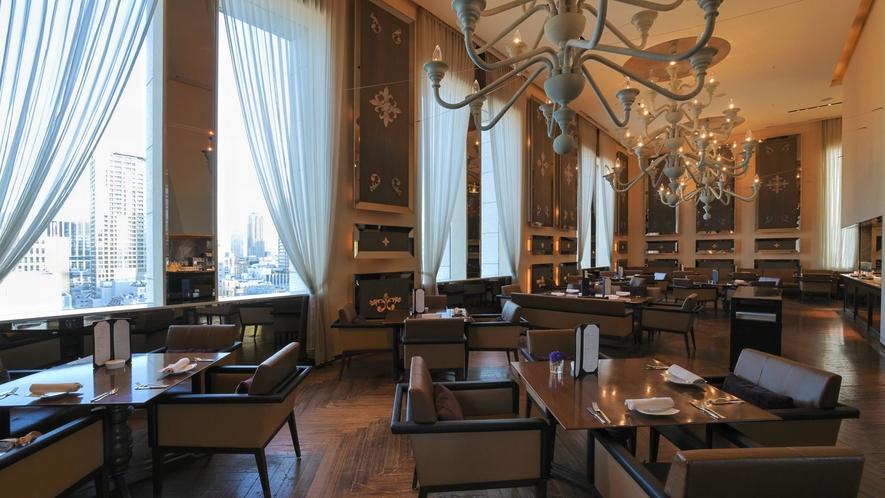 朝食はイタリアの邸宅を彷彿とさせるリュクスなダイニングにて優雅に朝のスタートを。