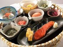 【ご朝食(和食一例)】和食膳と洋食膳、二種類のお膳をご用意しております。