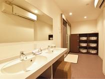 【男性宿泊者専用浴場】脱衣室