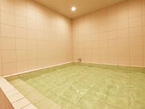 【男性宿泊者専用浴場】足を伸ばして浸かれます。
