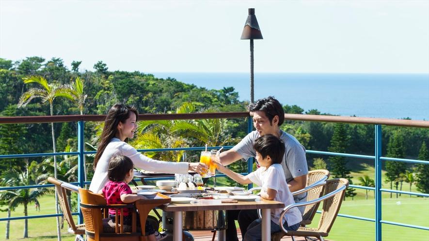 レストランのテラスにて外の空気を吸いながらBBQをお楽しみください。※写真はイメージです。