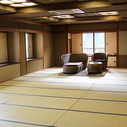 【☆一般客室棟☆】最大16名様定員の広々とした和室。間仕切り可・お手洗いも男女別々に完備!
