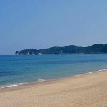 鳴き砂で有名な琴ヶ浜ビーチまで車で5分