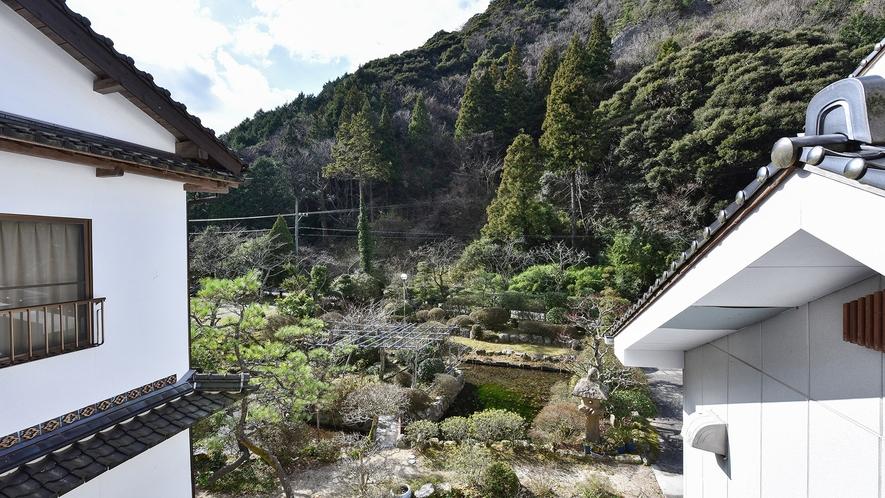 *【和洋室13畳(トイレ・温泉風呂付き)】からの眺望♪