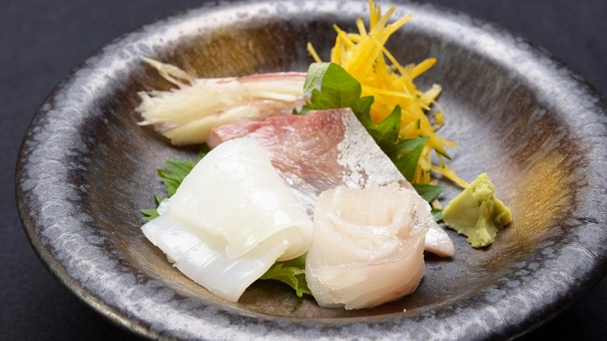 *【ご夕食一例】日本海の旬な海の幸をご用意致します。