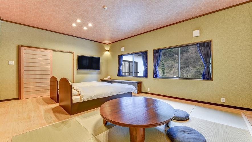 *【和洋室13畳(トイレ・温泉風呂付き)】荷物を広げるにも充分なスペース。