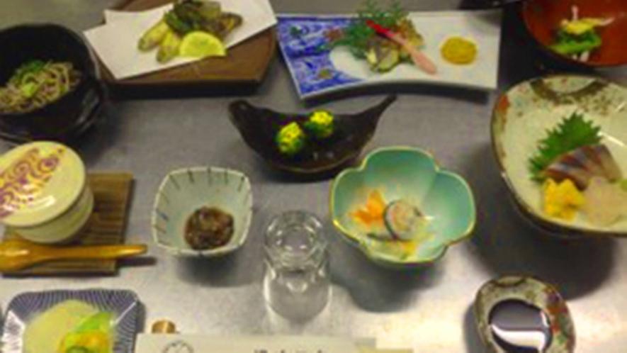 *【夕食一例】一品一品、心と手間ひまをかけて作った料理の数々をご堪能ください。