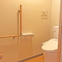 【ユニバーサルデザイン客室】トイレは手すり付きで安全安心♪