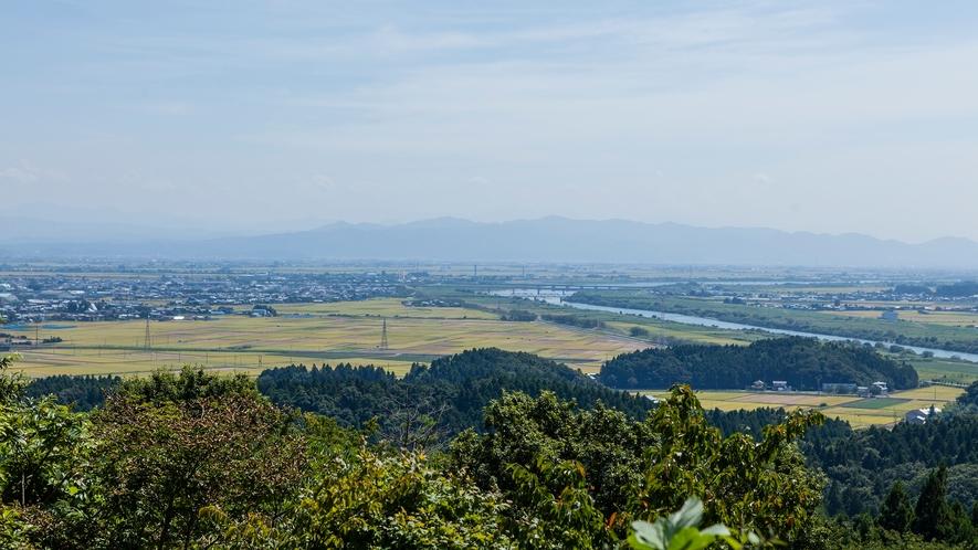 国上山から信濃川上流を望む