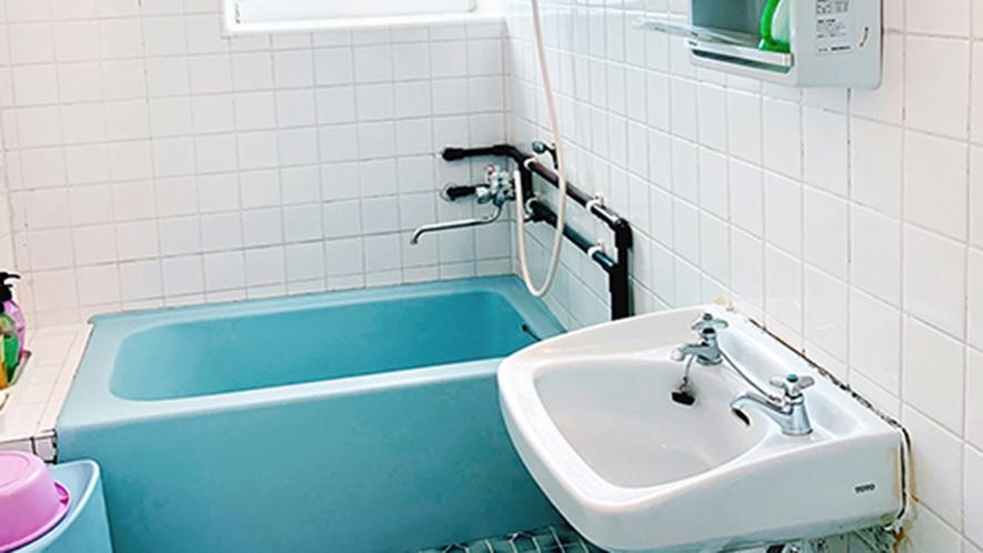 ・客室/ダブルルーム:ホッと寛げるバスタブ付バスルーム
