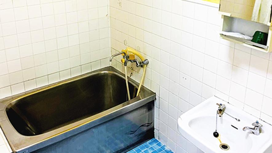 ・客室/ツインルーム:ホッと寛げるバスタブ付バスルーム