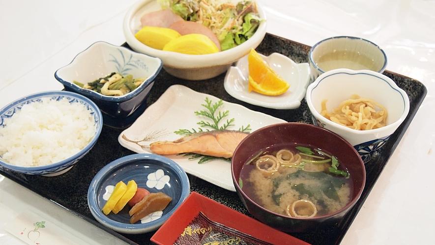 *【料理】朝食一例でございます。和定食をお召し上がりください。