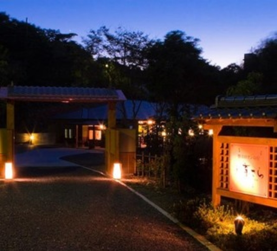 夜の外観 玄関