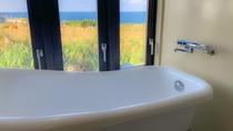 バスルームからも海を一望