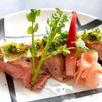 赤城山麓牛の炙り寿司はパハ―ルの岩塩で召し上がれ
