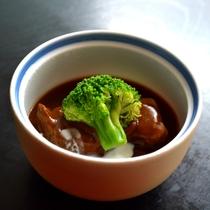 牛バラ肉シチュー仕立て。