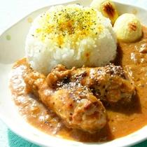 *【夕食一例】リッチな味わいを楽しめる「リッチキン・カレー」メイン料理を4種類から選べます。